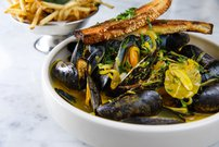Caronchi_Photography_161006_0309 Mussels and Fries.jpg